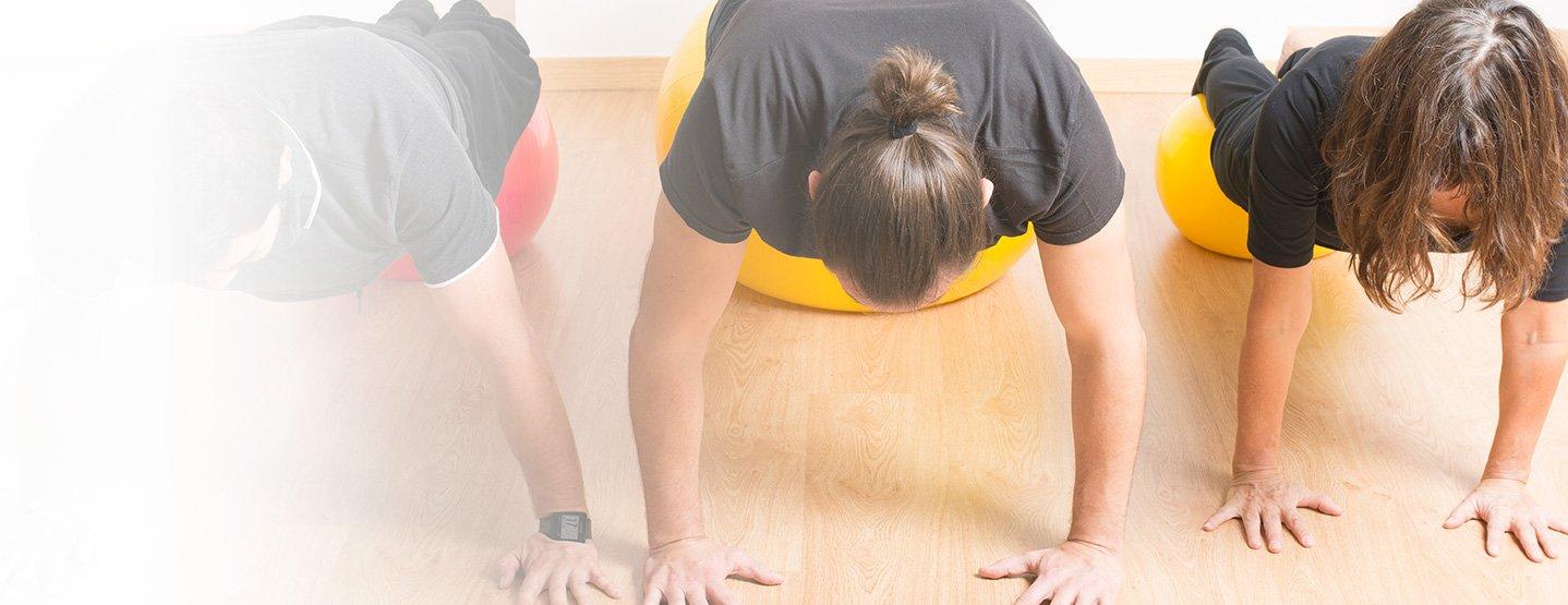 ¿Tengo que ir al fisio ya el resto de mi vida? ¿Cómo mantener lo que hemos ganado en Consulta? Clases de gimnasia propioceptiva para incorporar los avances del tratamiento. 1 o 2 días a la semana en grupos reducidos de 3 personas.