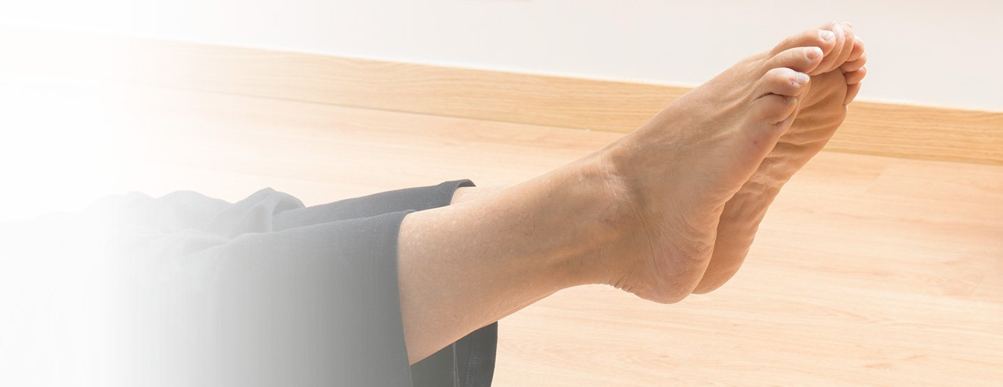 ¿cada vez más encorvado? ¿un hombro más alto que el otro? ¿descansas siempre sobre la misma pierna? La correcta lectura de estas huellas nos permite establecer un diagnóstico y plantear un tratamiento de corrección postural duradero en el tiempo.