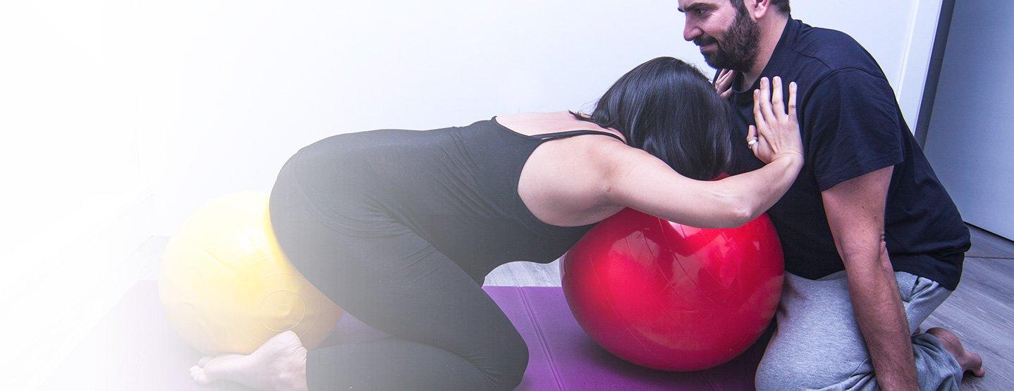 Curso de 5 sesiones individualizadas en la pareja para intentar garantizar un parto saludable. Las 2 claves biomecánicas imprescindibles para una correcta dilatación: la flexión de la cadera y la separación de los isquiones. Ésto y el resto de trabajo corporal, se trabajarán durante el curso.